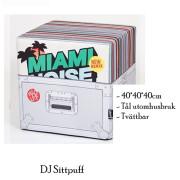 Vinylskivor på sittpuff